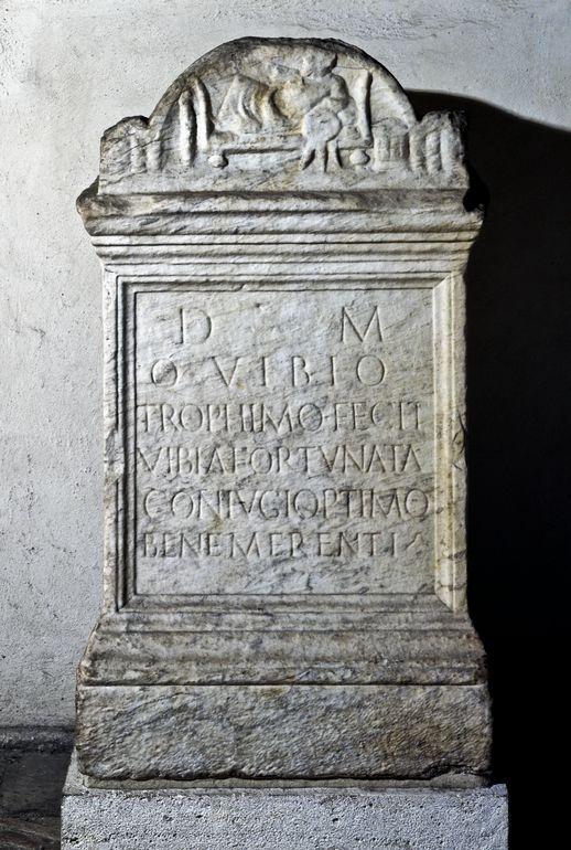 Altare funerario di Quintus Vibius Trophimus