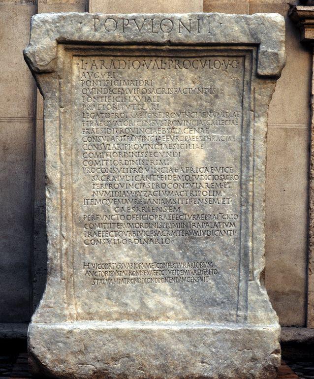 Base di statua di Lucius Aradius Valerius Proculus