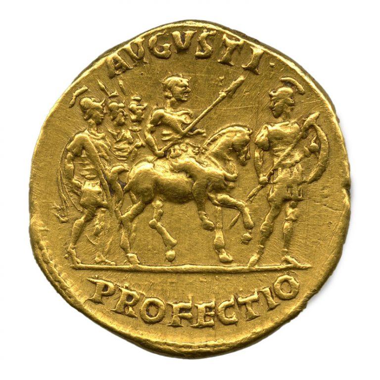 Roma. Aureo di Traiano con scena di profectio dell'Imperatore (rovescio), 114 d.C.
